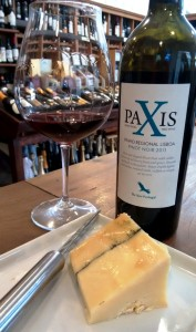 Paxis Pinot e queijo
